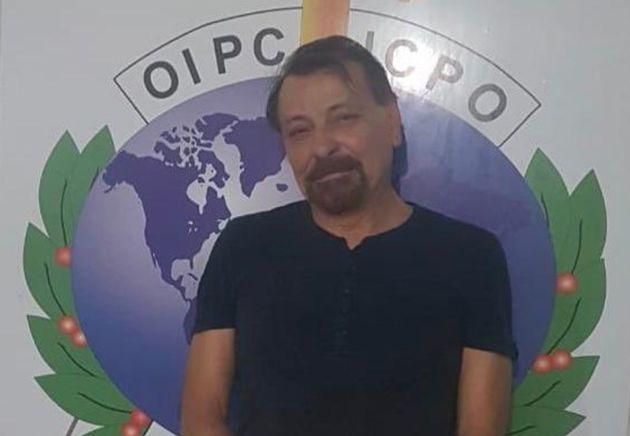 Cesare Battisti, após ser preso pela Interpol na