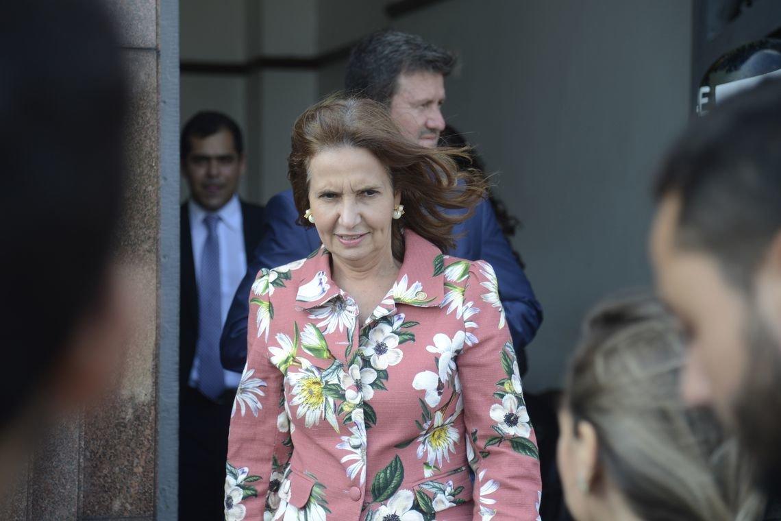 Carro da deputada estadual Martha Rocha é alvejado no