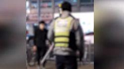 암사역에서 흉기 난동 부리는 10대 남성에 대한 경찰의 대처