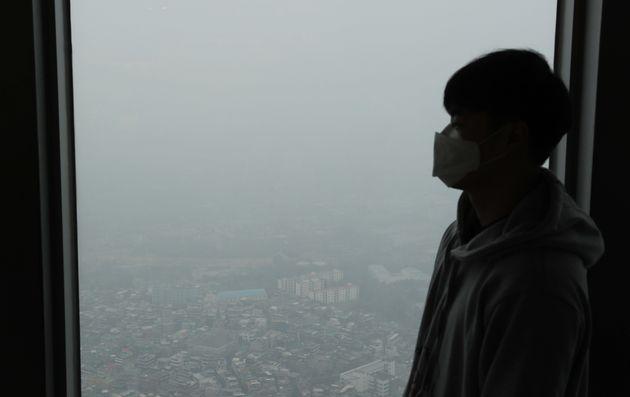 14일 오전 서울 용산구 N서울타워에서 바라본 도심이 뿌옇게 보이고