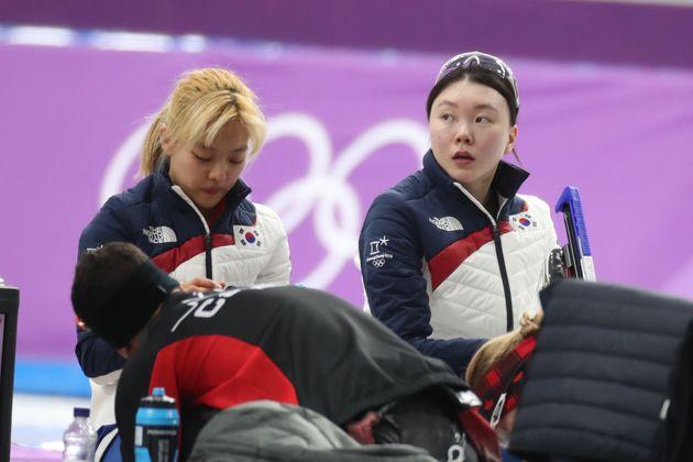 김보름(왼쪽),