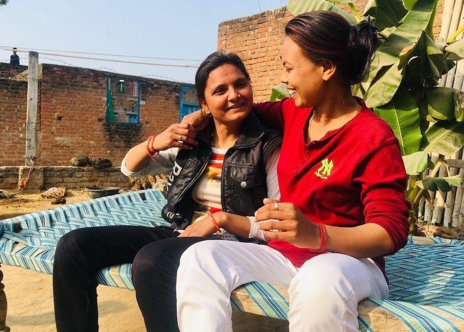 Deepshika (à esquerda) e Abhilasha (à direita) em Hamirpur, na