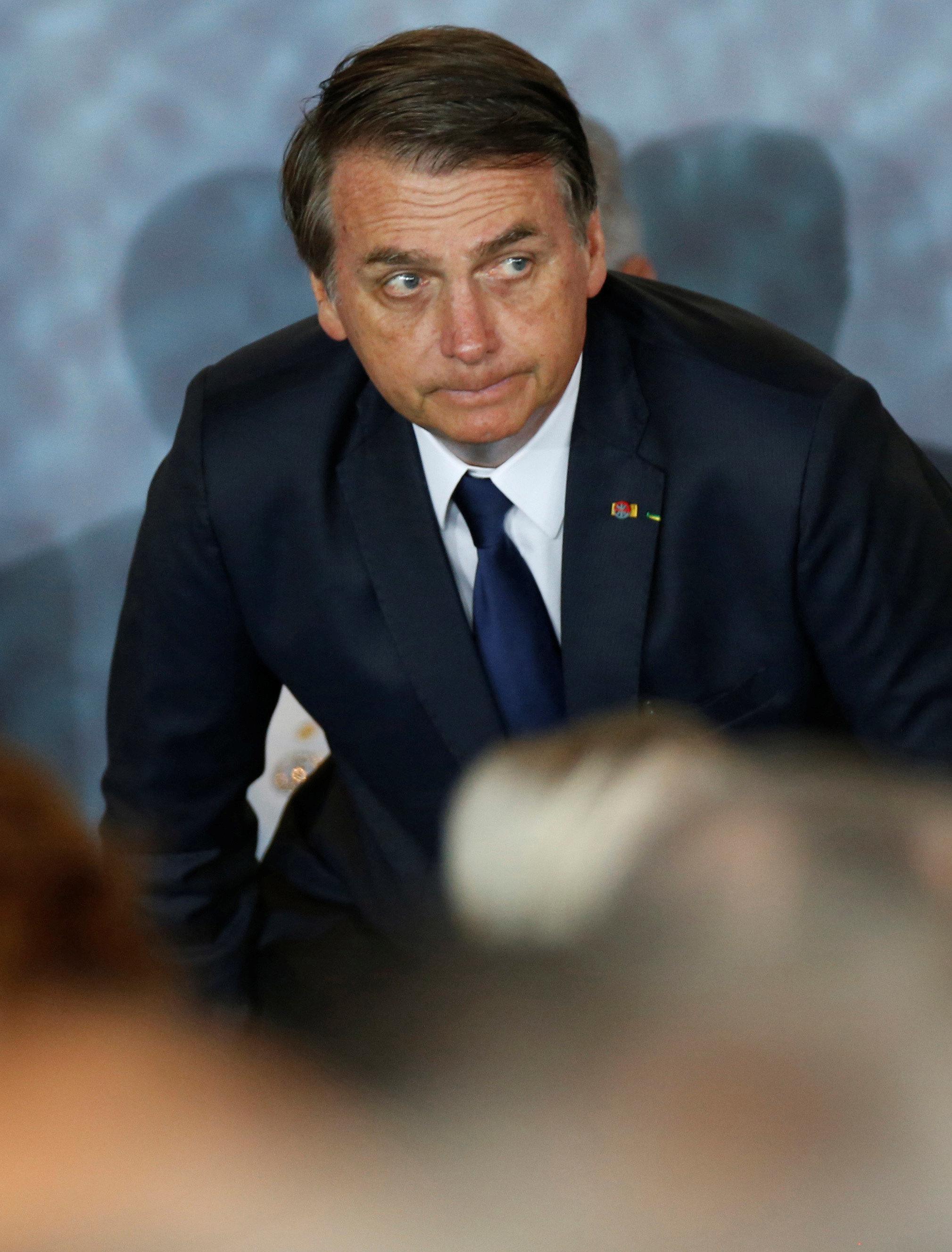 Estratégia de Bolsonaro, que inclui fake news e ataques à imprensa, é