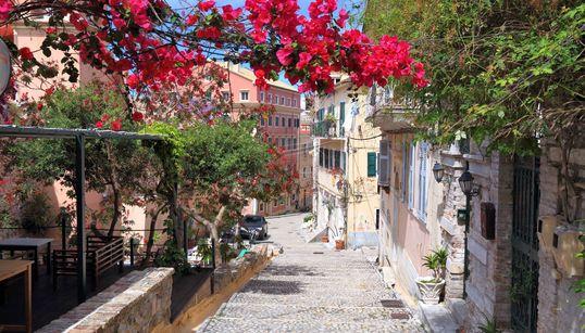 Αυτός είναι ο κορυφαίος ελληνικός προορισμός που θα είναι ακριβός για τους Βρετανούς το
