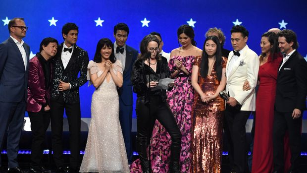 SANTA MONICA, CA - JANUARY 13:  (L-R) Brad Simpson, Ken Jeong, Harry Shum Jr., Constance Wu, Chris Pang, Nina Jacobson, Gemma Chan, Awkwafina, Jon M. Chu, Michelle Yeoh, and John Penotti accept the Best Comedy award for 'Crazy Rich Asians' onstage during the 24th annual Critics' Choice Awards at Barker Hangar on January 13, 2019 in Santa Monica, California.  (Photo by Kevin Winter/Getty Images for The Critics' Choice Awards)
