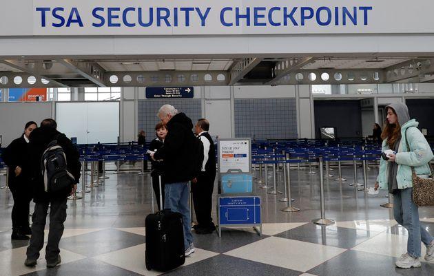 미국 시카고 오헤어 국제공항 보안검색대. 2019년