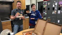 캐나다 공항 관제사들이 미국 동료들에게 피자를 보내고