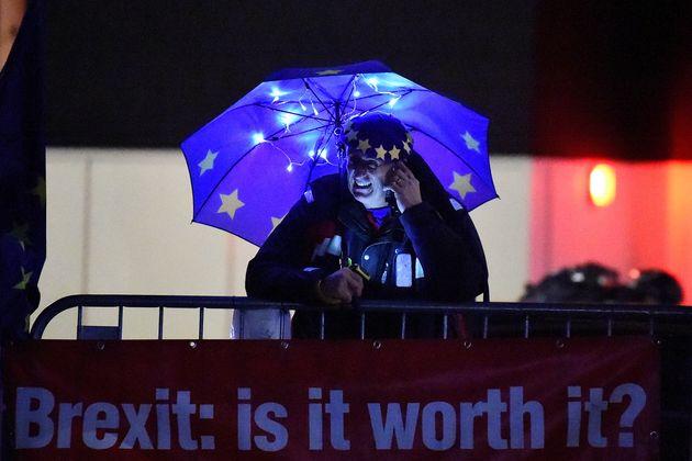 Η Βρετανία ψηφίζει για το Brexit. Όλα όσα θα κρίνουν το «διαζύγιο» με την