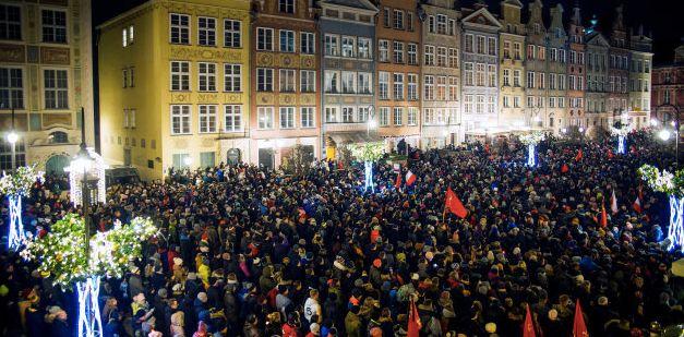 Des Polonais marchent contre la violence et la haine à Gdansk, en Pologne, ce 14