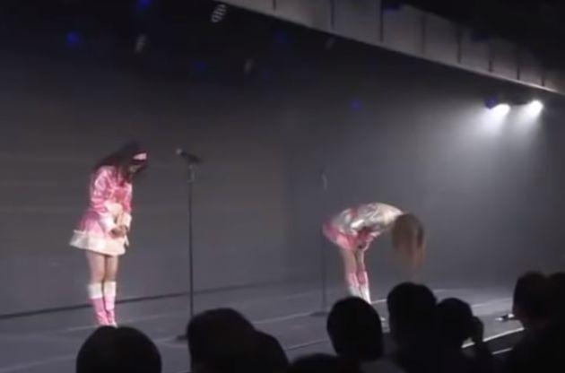폭행 피해자인 일본 아이돌 멤버는 왜 고개 숙여 사과해야
