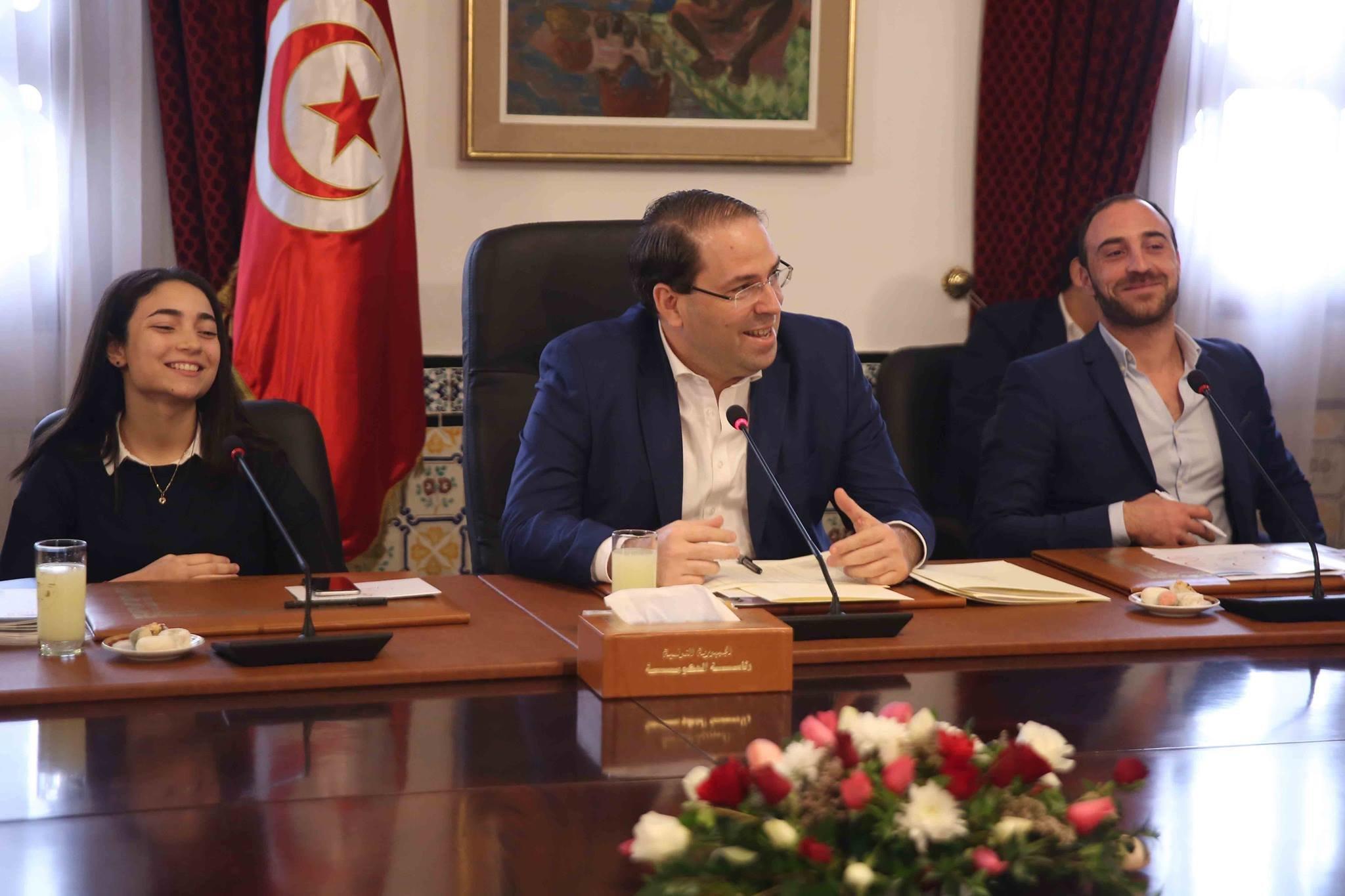 Le chef du gouvernement et des associations de jeunes débattent de la stratégie gouvernementale pour la jeunesse