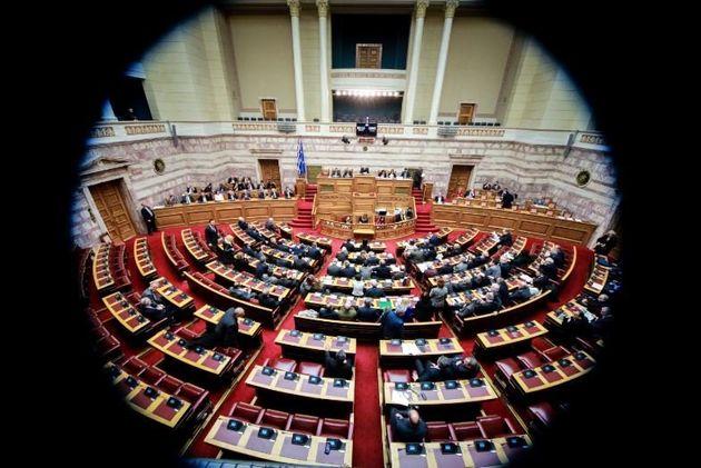 Πρώτη μέρα συζήτησης για την ψήφο εμπιστοσύνης: Οι κόντρες και οι
