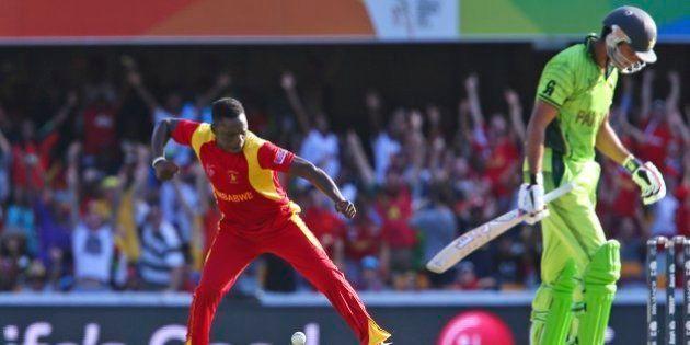 Zimbabwe's Tawanda Mupariwa, left, celebrates the wicket of Pakistan's Sohaib Maqsood during the Pool...