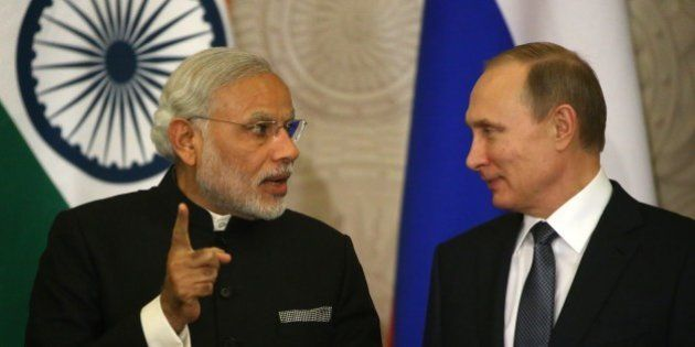 MOSCOW, RUSSIA - DECEMBER,24: (RUSSIA OUT) Russian President Vladimir Putin (R) listens to Indian Prime...
