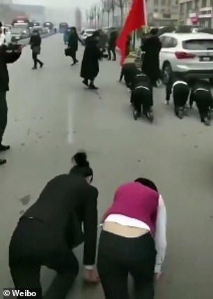 Κίνα: Εργαζόμενες τιμωρήθηκαν επειδή δεν έπιασαν τους στόχους της