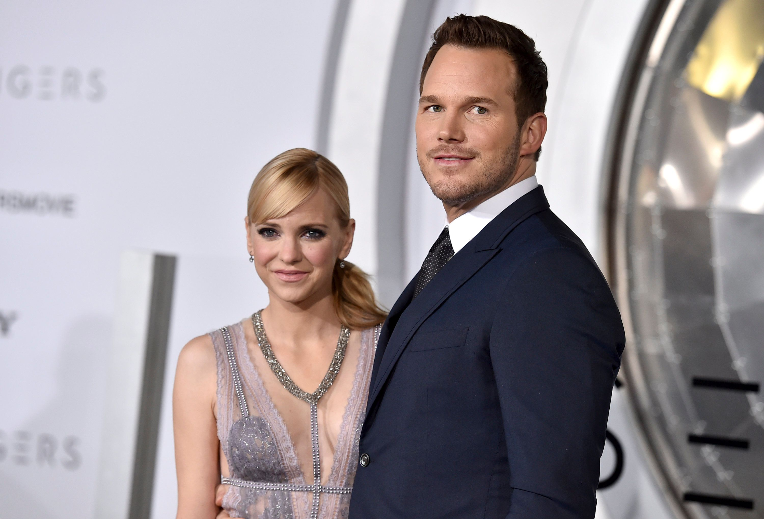 """Anna Faris and Chris Pratt arrive at the premiere of """"Passengers"""" in 2017."""