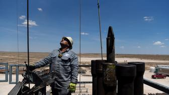 A contractor maneuvers drilling pipe at a Colgate Energy LLC oil rig in Reeves County, Texas, U.S., on Wednesday, Aug. 22, 2018. Spending on water management in the Permian Basin is likely to nearly double to more than $22 billion in just five years, according to industry consultant IHS Markit. Photographer: Callaghan O'Hare/Bloomberg via Getty Images