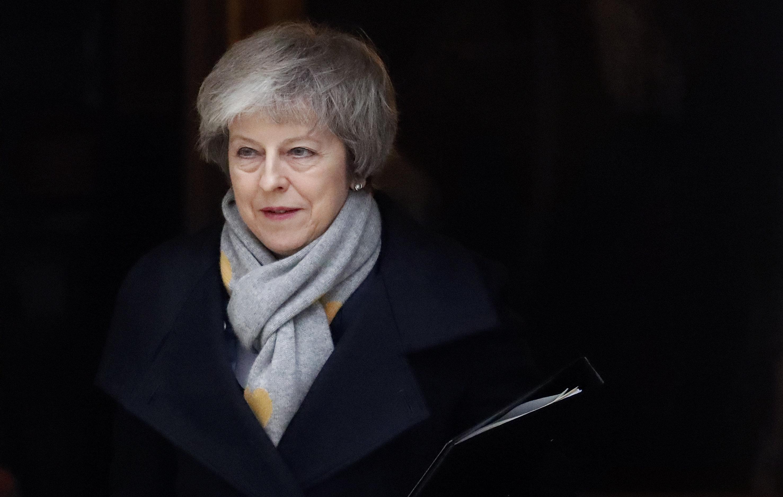 Lourdement défaite sur le Brexit, Theresa May face à une motion de