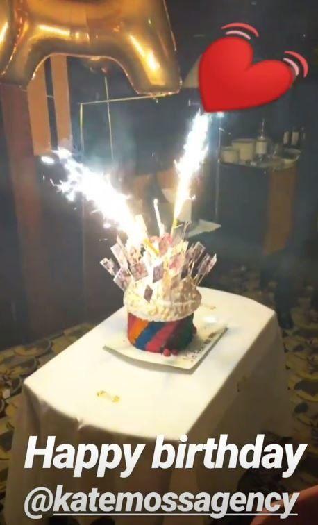 Τα γενέθλια της Κέιτ Μος και η τούρτα - «ουράνιο τόξο» με τα εξώφυλλα της