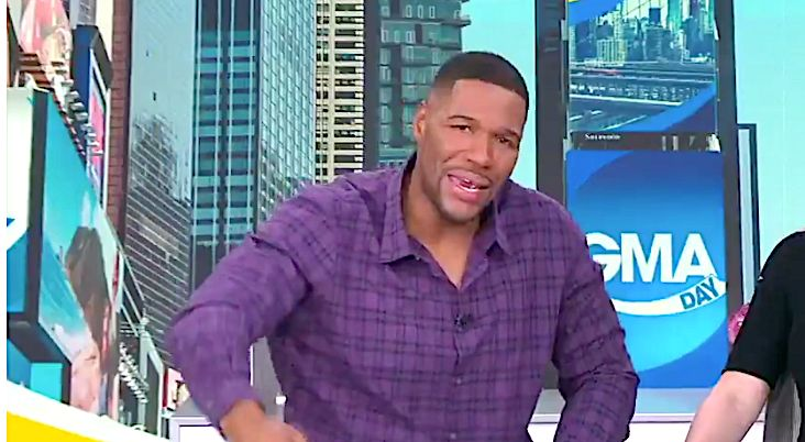 huffingtonpost.com - Ron Dicker - Michael Strahan Invites Clemson For Lobster After Trump's Fast-Food Buffet