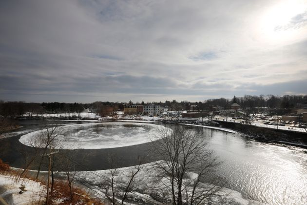 미국의 한 강에 빙빙 도는 거대한 얼음 원판이 나타났다(영상,