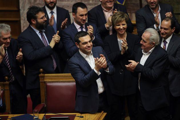 «Ο Τσίπρας μπορεί να συνεχίσει να κυβερνά»: Τι λένε τα διεθνή ΜΜΕ για τη ψήφο