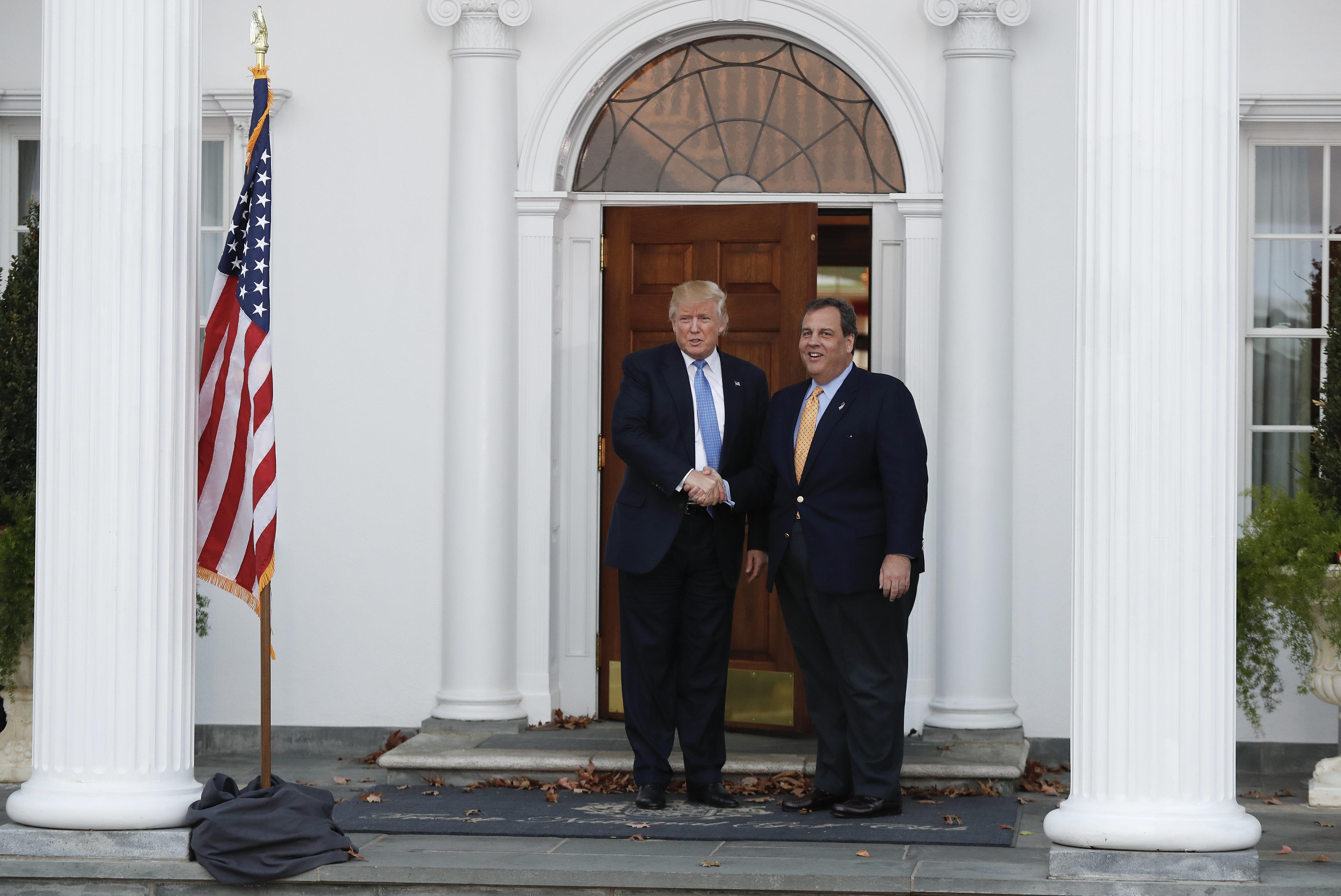 Chris Christie Tears Into Donald Trumps White House Amateurs Grifters Weaklings