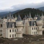 Εκατοντάδες πύργοι της Disney καταρρέουν στην Τουρκία λόγω της