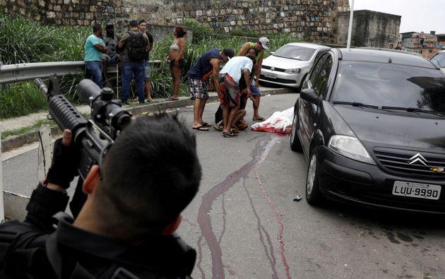 Homem é morto durante operação contra tráfico de drogas no Complexo do Alemão,...