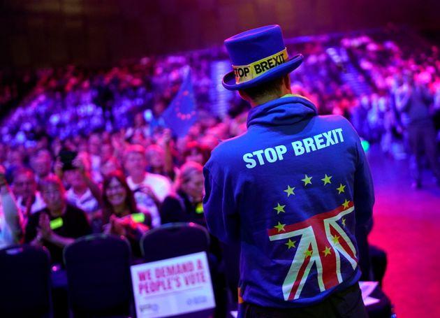 Sie geben die Hoffnung nicht auf: Brexit-Gegner in