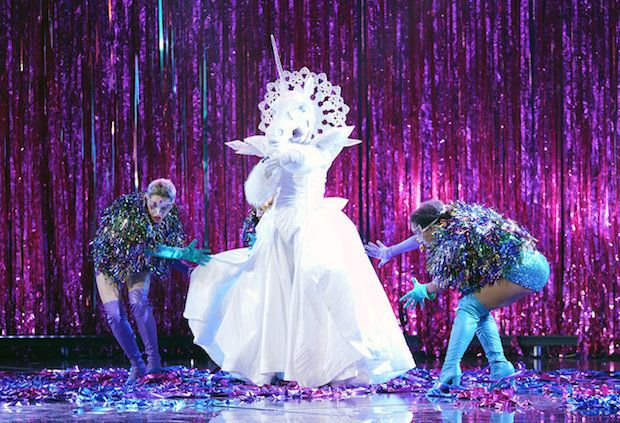 Hinter dem Einhorn soll sich laut Fans Tori Spelling, Paris Hilton oder Kylie Jenner