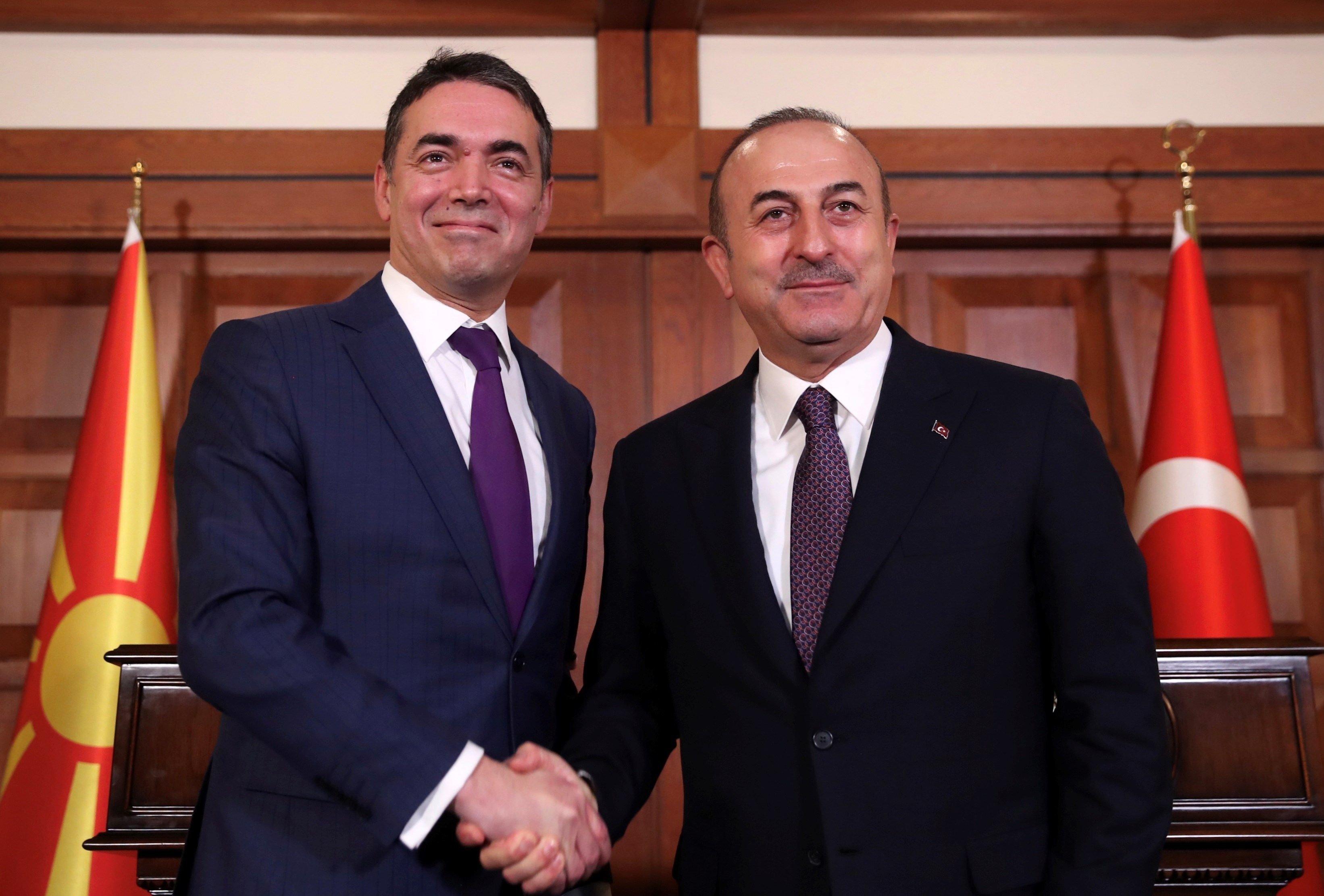 Τσαβούσογλου: Aναγνωρίζουμε τη «Mακεδονία» με το συνταγματικό της