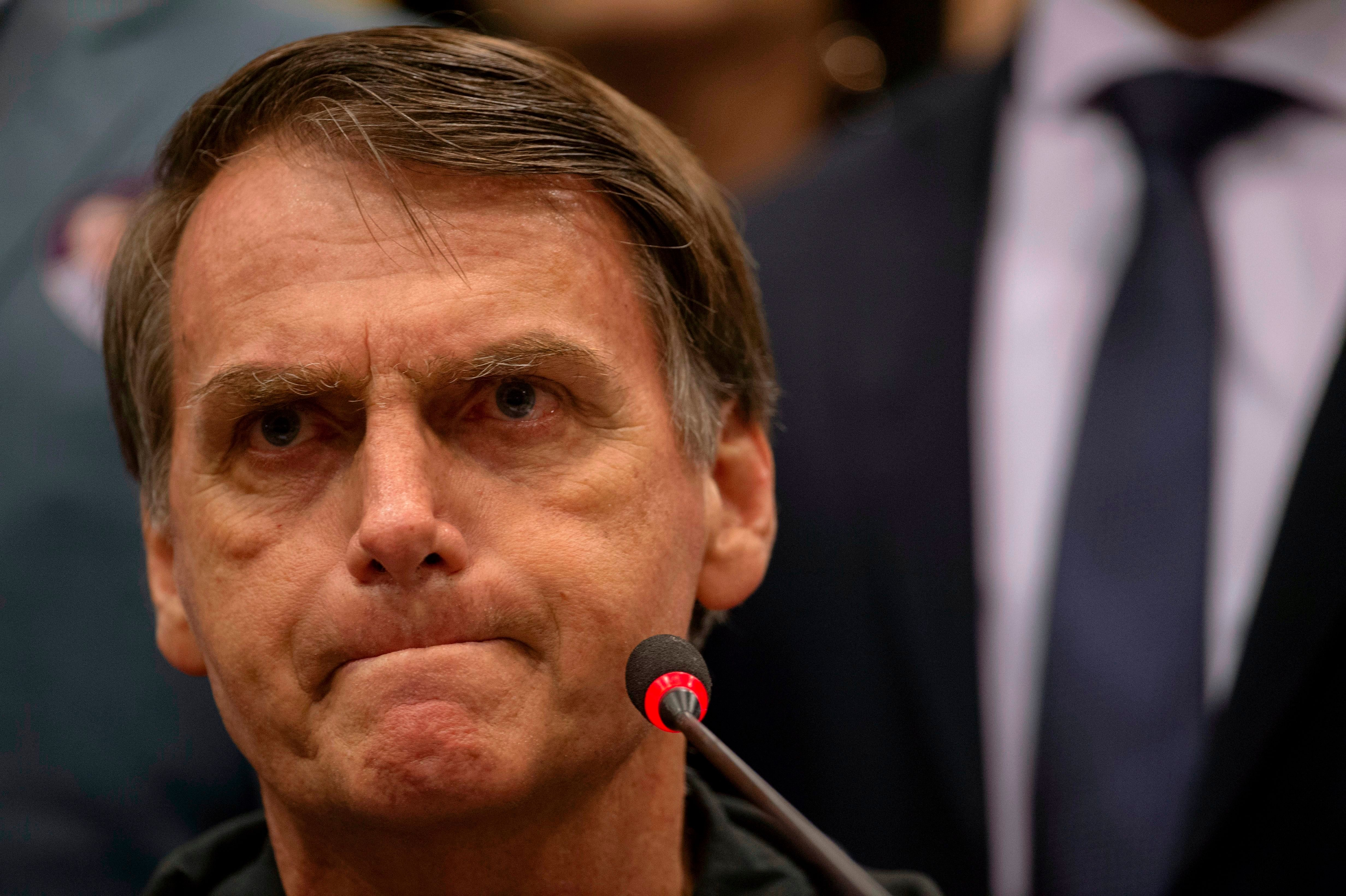 Bolsonaro reage a críticas sobre posse de armas: 'Muitas falácias sendo
