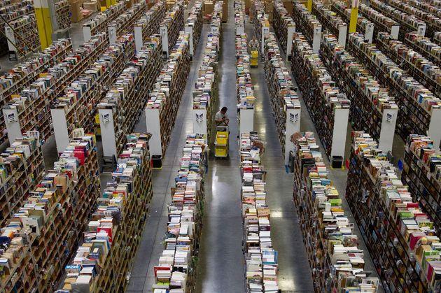 Inside theAmazon distribution centre inPhoenix,