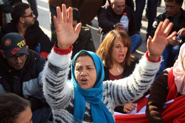 Human Rights Watch regrette une stagnation des réformes et des libertés fragiles en Tunisie, dans son...