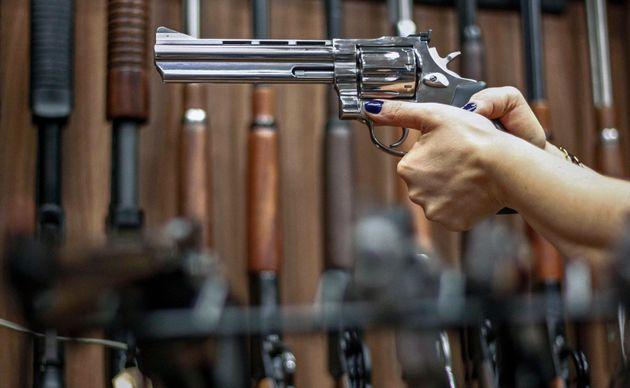 Decreto assinado pelo presidente Jair Bolsonarofacilita a posse de armas de fogo no