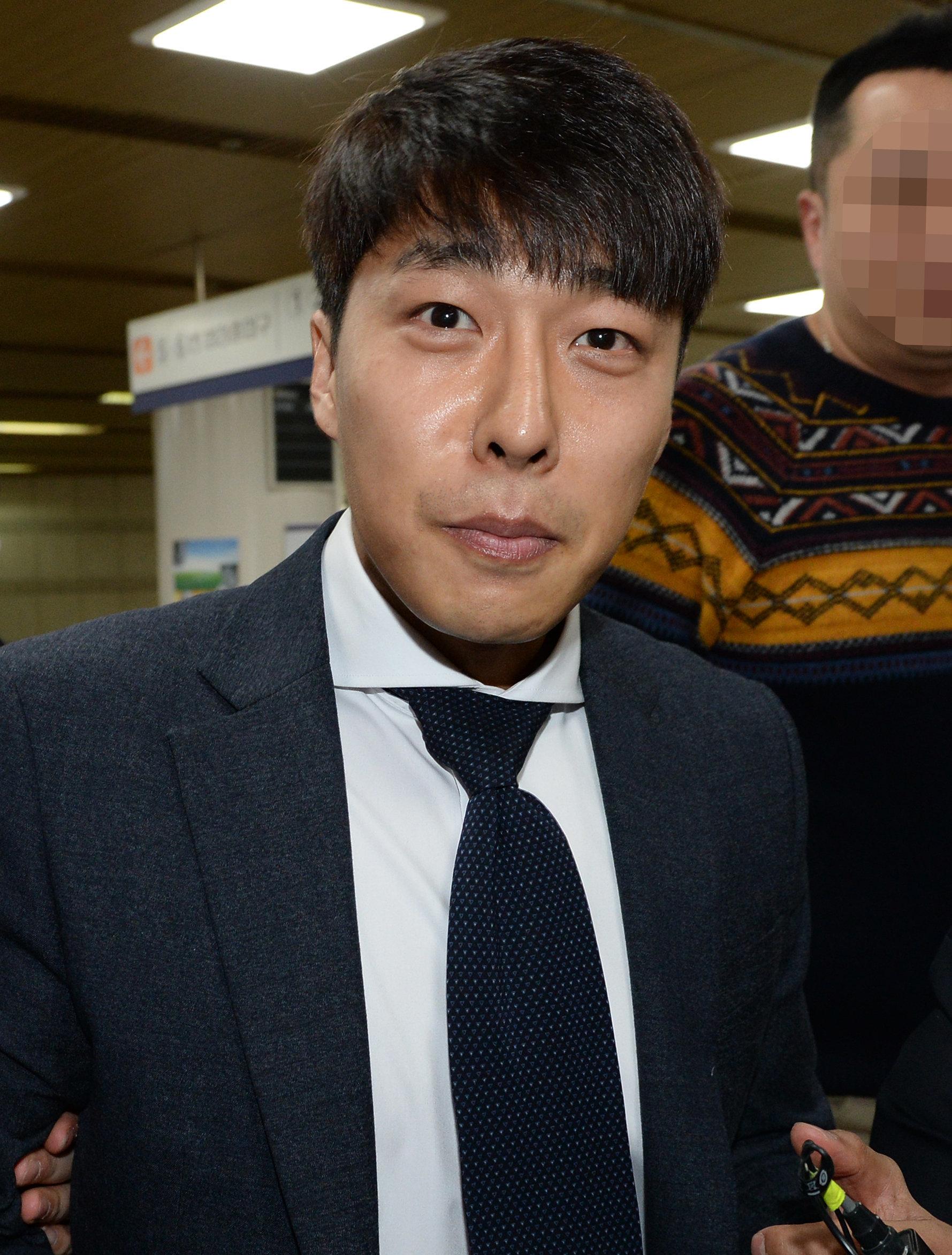전 쇼트트랙 국가대표 김동성이 '어머니 살인 청부' 교사와 내연 관계였다는 보도가