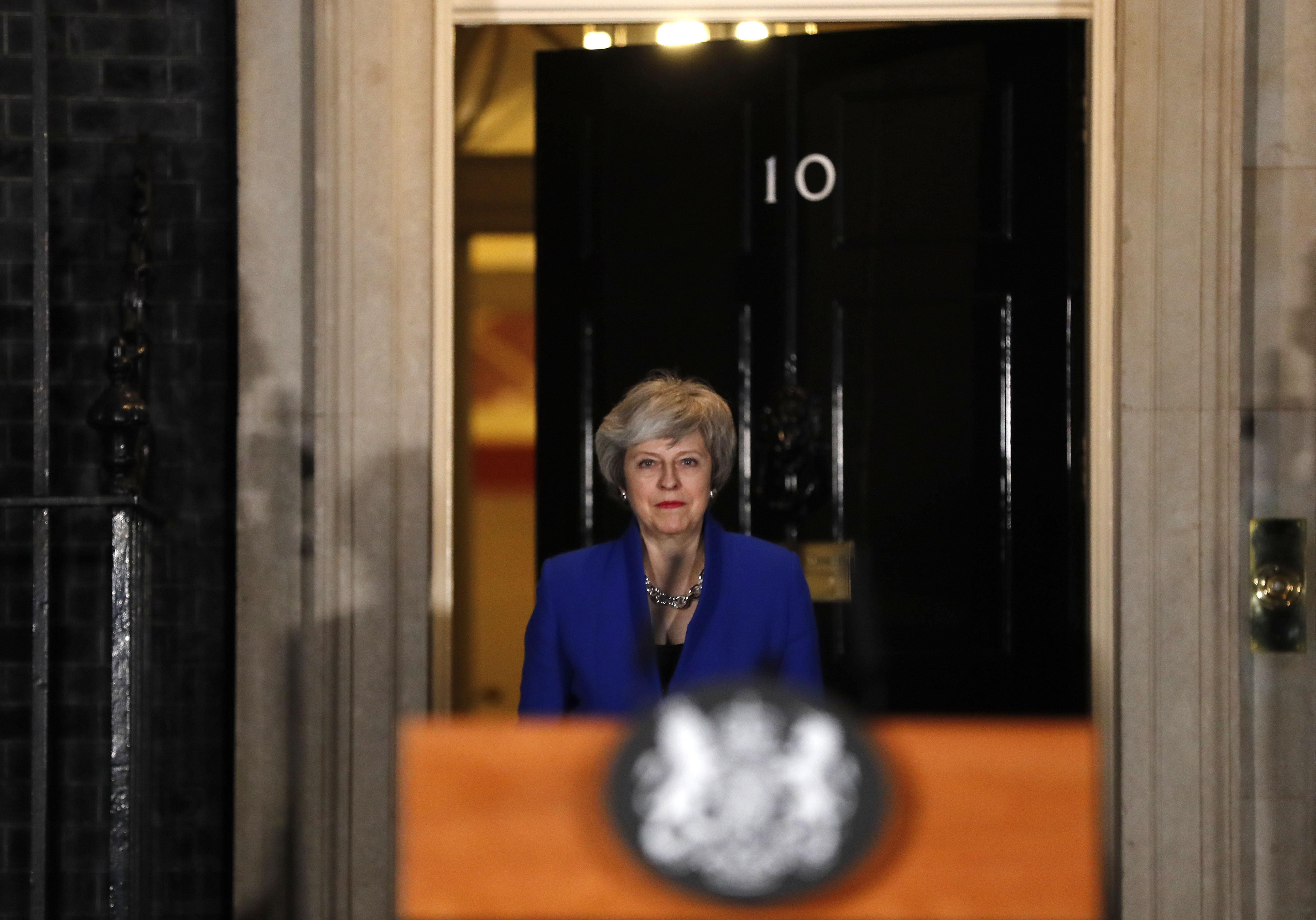 브렉시트 카오스 : 영국 메이 총리가 고집을 피우고