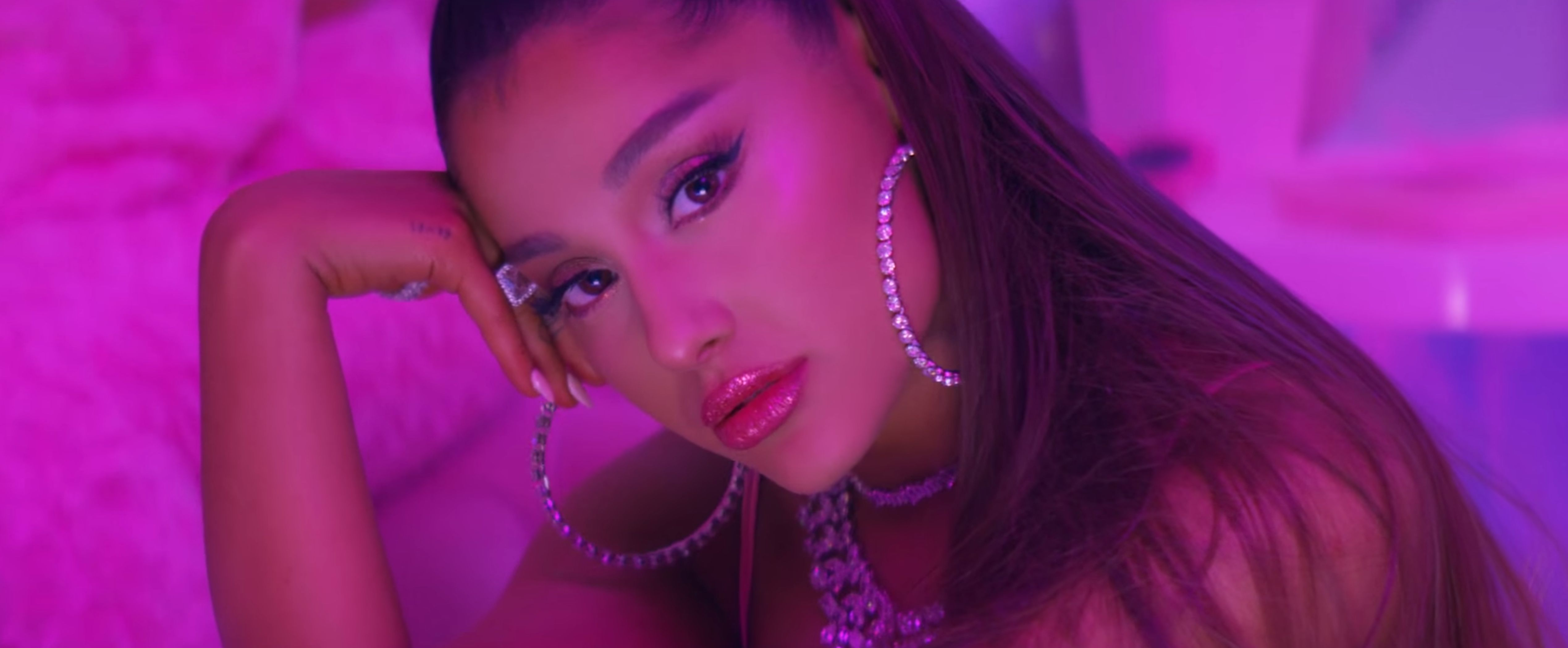 Ariana's '7 Rings' Is Reminding People It's An Absolute Drag Until Pay