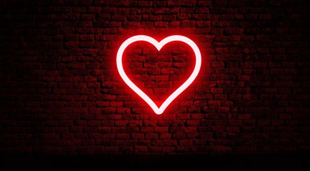 Γιατί δεν κουραζόμαστε ποτέ να κυνηγάμε τον έρωτα;