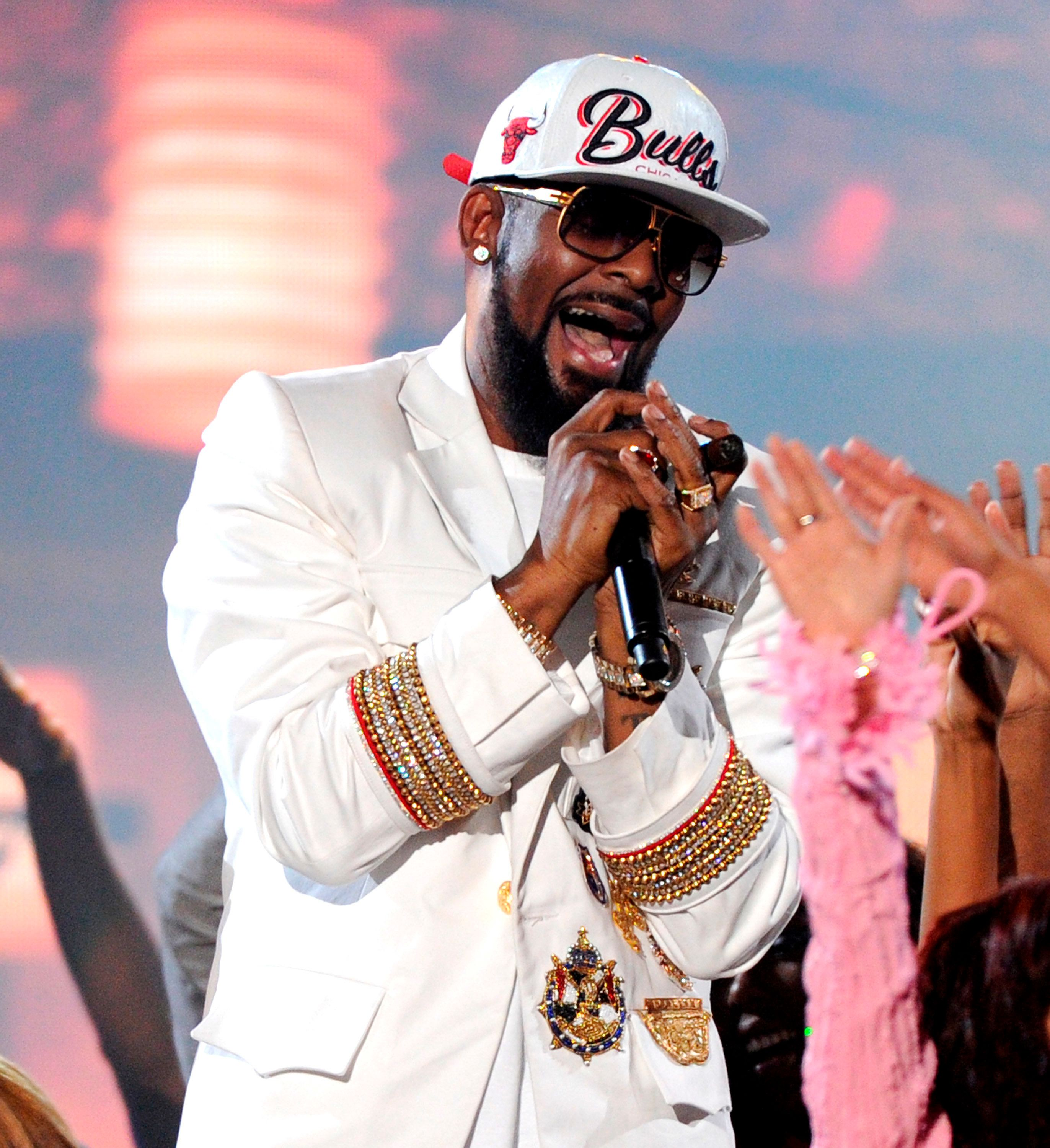 LAS VEGAS, NV - NOVEMBER 6: R. Kelly performs the 2015 Soul Train Awards at the Orleans Arena on November 6, 2015 in Las Vegas, Nevada. Credit: mpiPGFM/MediaPunch /IPX