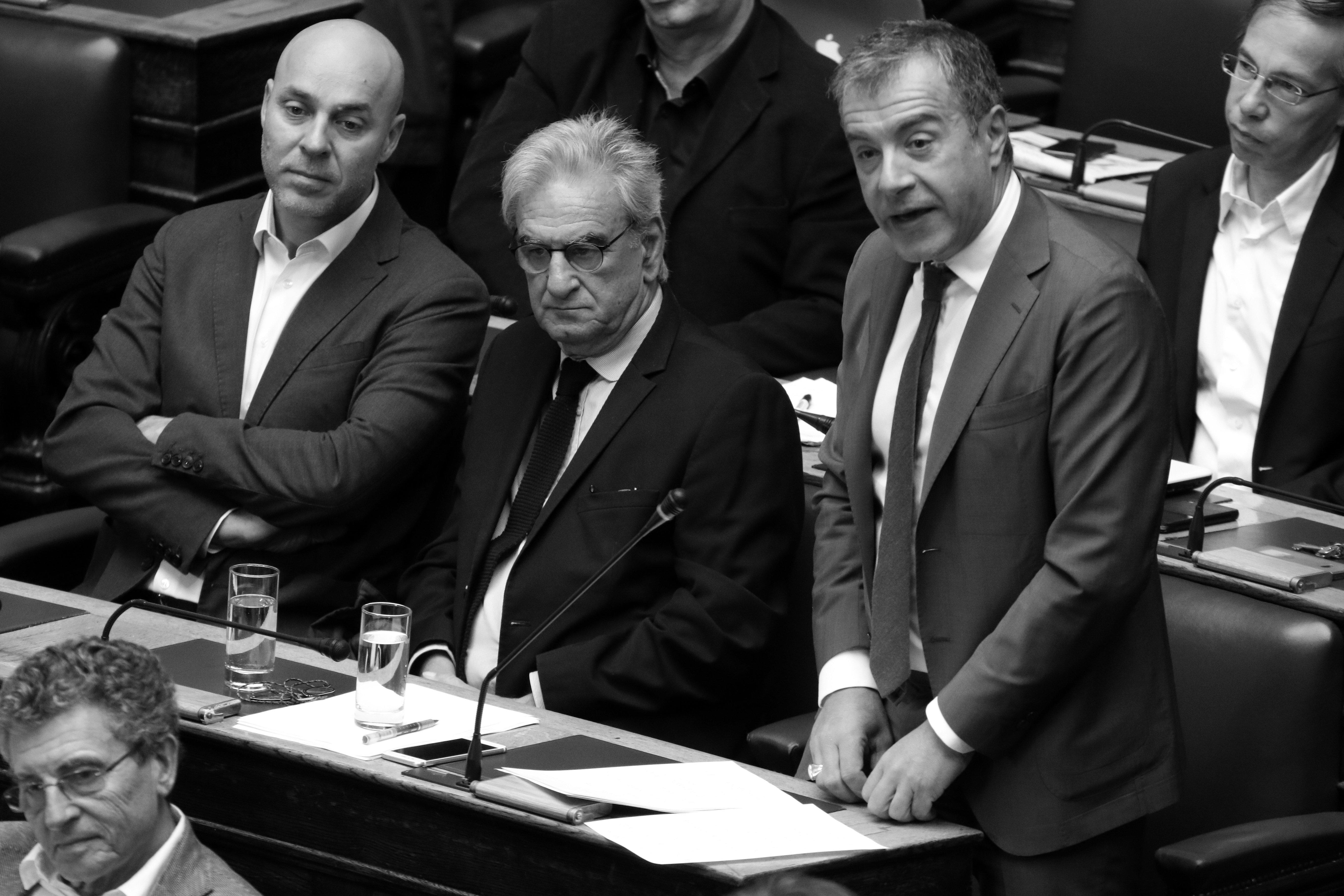Θεοδωράκης: Είναι λογική λύση οι Πρέσπες - Υπέρ της συμφωνίας ο