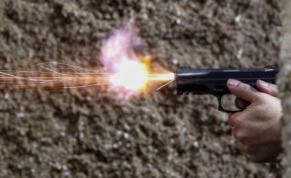 """Decreto prevê que a """"efetiva necessidade"""" para posse de armas inclui moradores de unidades..."""