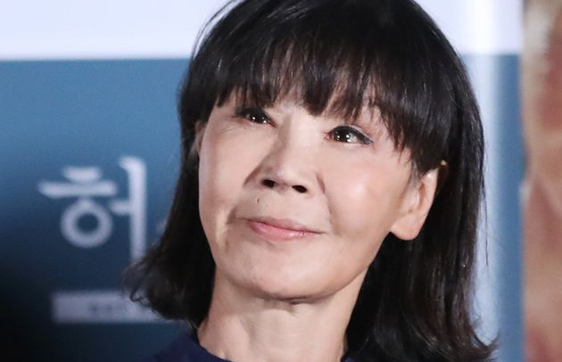 '유기견의 대모'라 불리는 배우 이용녀가 '안락사 논란' 케어 박소연 대표를