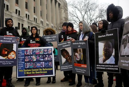 Επτά χρόνια κάθειρξη στον αστυνομικό για τον φόνο μαύρου εφήβου το 2014, με 16