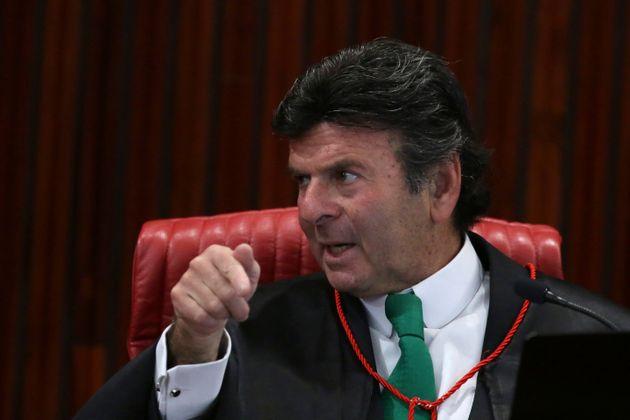 A pedido de Flávio Bolsonaro, o vice-presidente do STF, ministro Luiz Fux, determinou a suspensão...