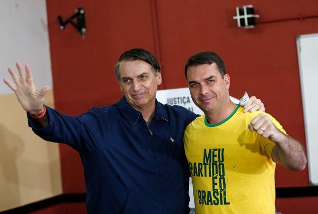 Ministros tentam descolar governo de escândalo com senador eleito Flávio Bolsonaro (PSL-RJ),...