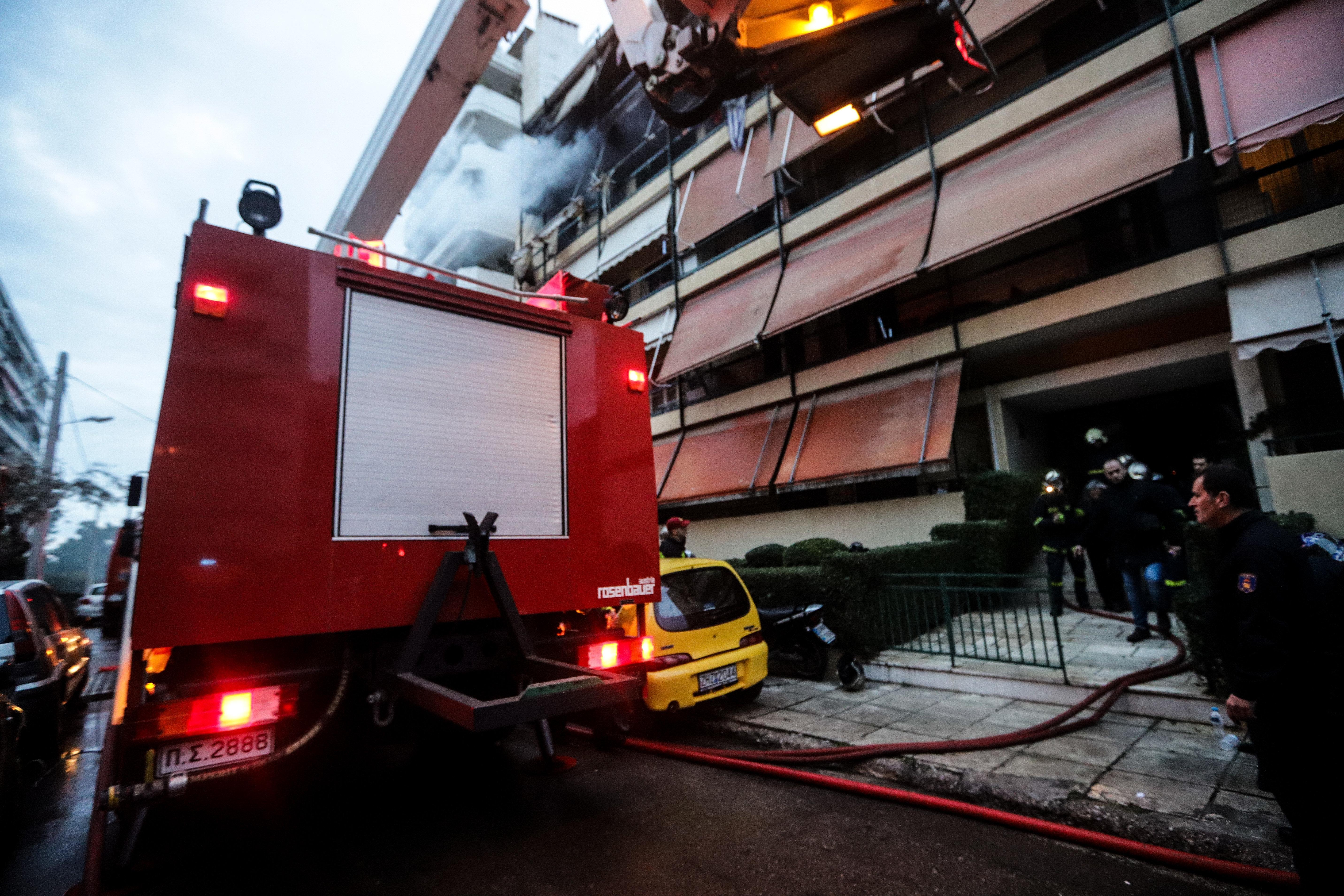 Ένας νεκρός σε κατάσβεση φωτιάς στον Κολωνό
