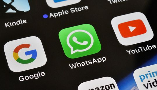 Γιατί το WhatsApp περιορίζει τους παραλήπτες προωθούμενων μηνυμάτων σε