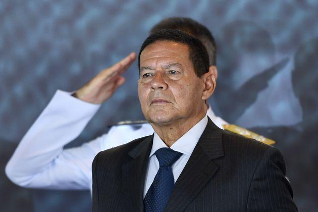 Presidente em exercício diz que investigações de Flávio Bolsonaro não...
